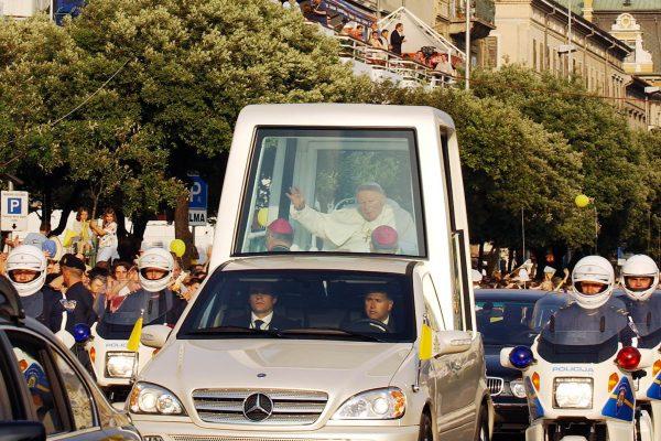 RIJEKA, 05.06.2003. , PAPA