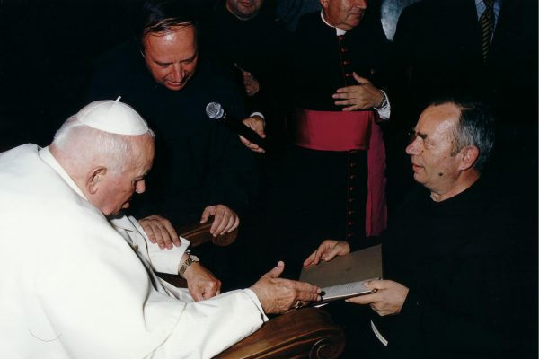 svetiste trsat sjecanje na posjet ivana pavla II trsat rijeka 2003 moli za nas fra matija koren fra emanuel hoško