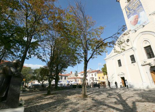 panoramski prikaz ispred crkve svetište trsat rijeka trsat