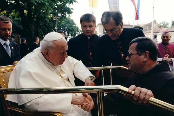 svetiste trsat sjecanje na posjet ivana pavla II trsat rijeka 2003 moli za nas nadbiskup ivan devčić