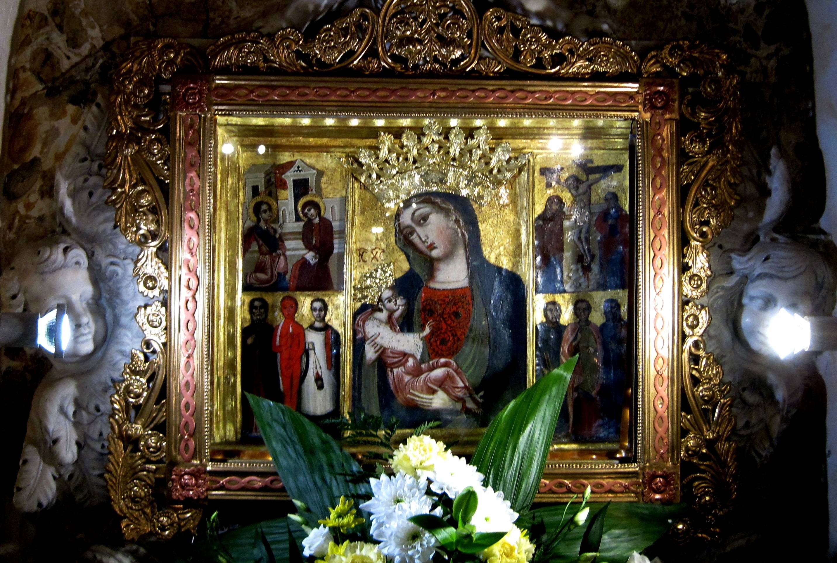glavni oltar, čudotvorna slika Majke Milosti na Trsatu, Svetište Majke Božje Trsatske Rijeka