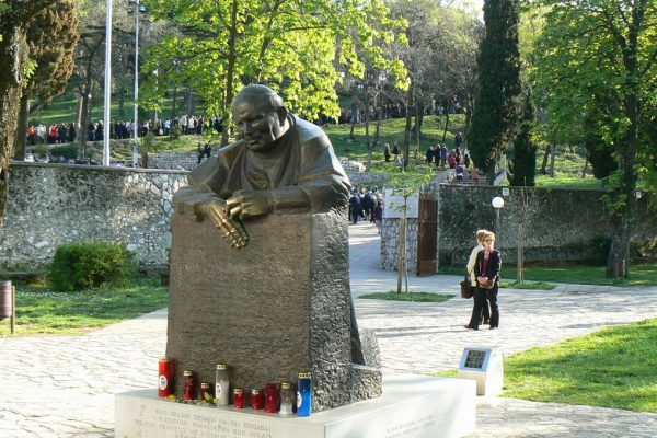 kip pape Ivana Pavla II na Trsatu ispred Svetišta