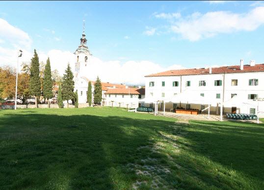 panoramski prikaz na crkvu samostan i dvoriste samostan svetiste trsat rijeka